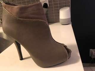 Brand new size 8 heels with zipper detail
