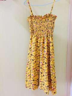 🚚 降價🥰碎花鵝黃洋裝