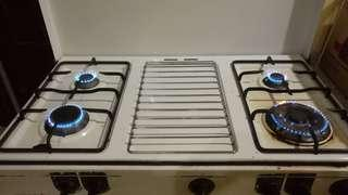 Zanussi gas stove with four burners wt build in oven