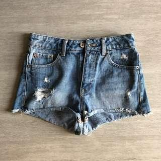 🚚 Bershka Ripped / Frayed High Waisted Vintage Washed Denim Shorts