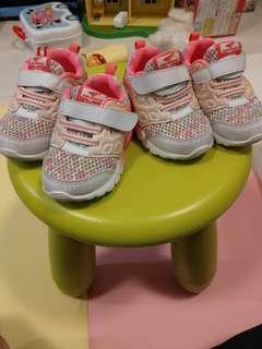 $50一對 Dr Kong 孖女鞋size 22