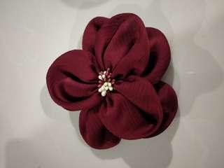 🚚 Red maroon flower pin
