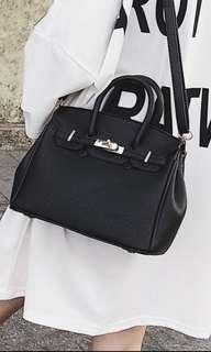 🚚 Lock handbag/Sling bag