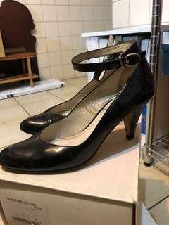 🚚  fed黑色漆皮跟鞋