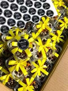 Doorgift Pretzel Cookies - Yellow White Theme