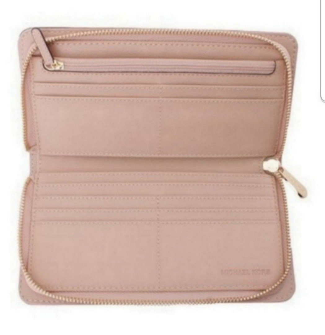 b0d343b00717 BNWT Michael Kors Oyster Hamilton Traveler Leather Wallet (pale pink),  Women's Fashion, Bags & Wallets, Wallets on Carousell