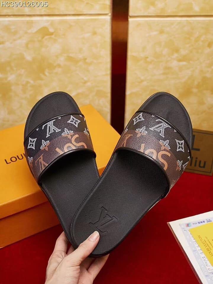 8d01b65bee7f Louis Vuitton Slippers