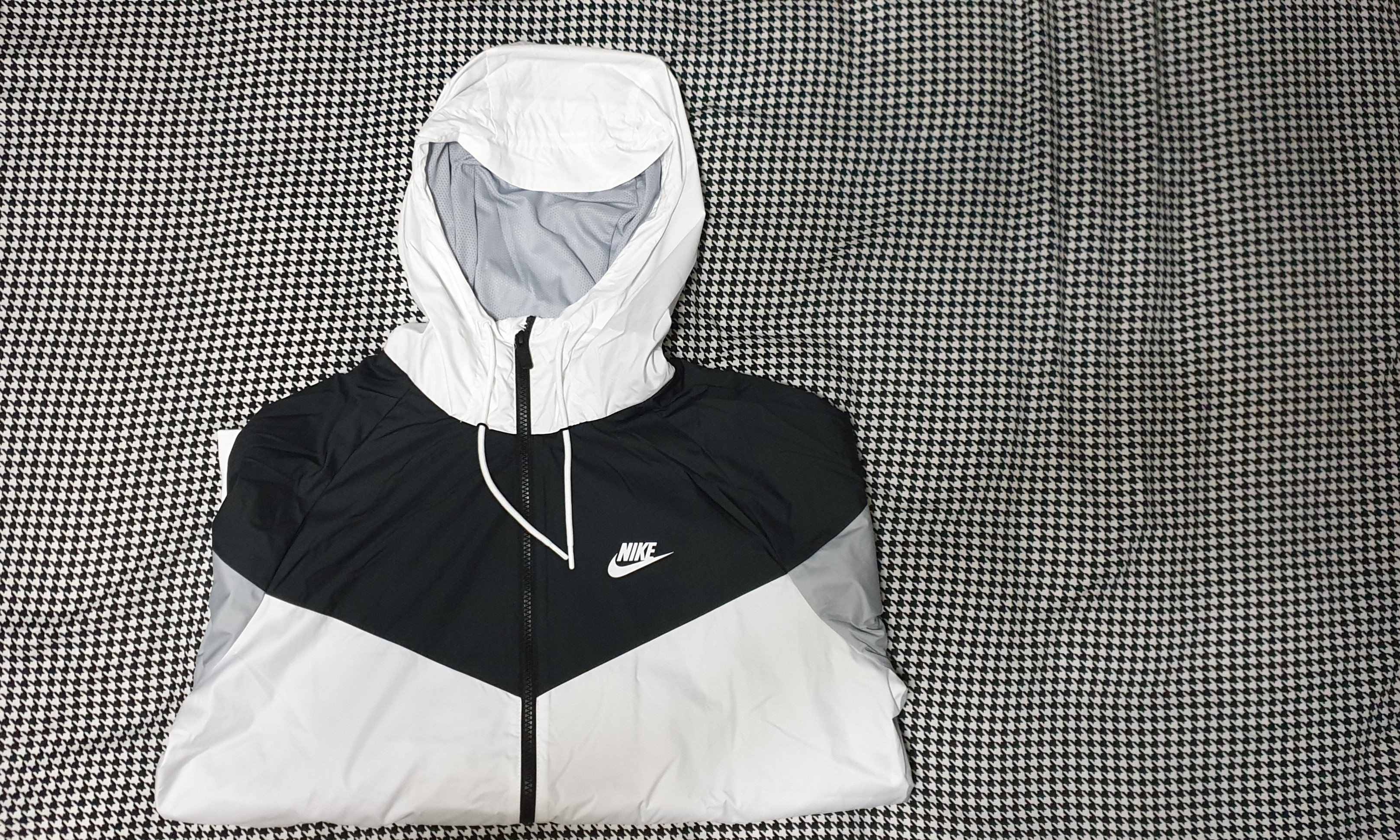 835ae99f7b748 Nike Black and white windrunner jacket, Men's Fashion, Clothes, Tops ...
