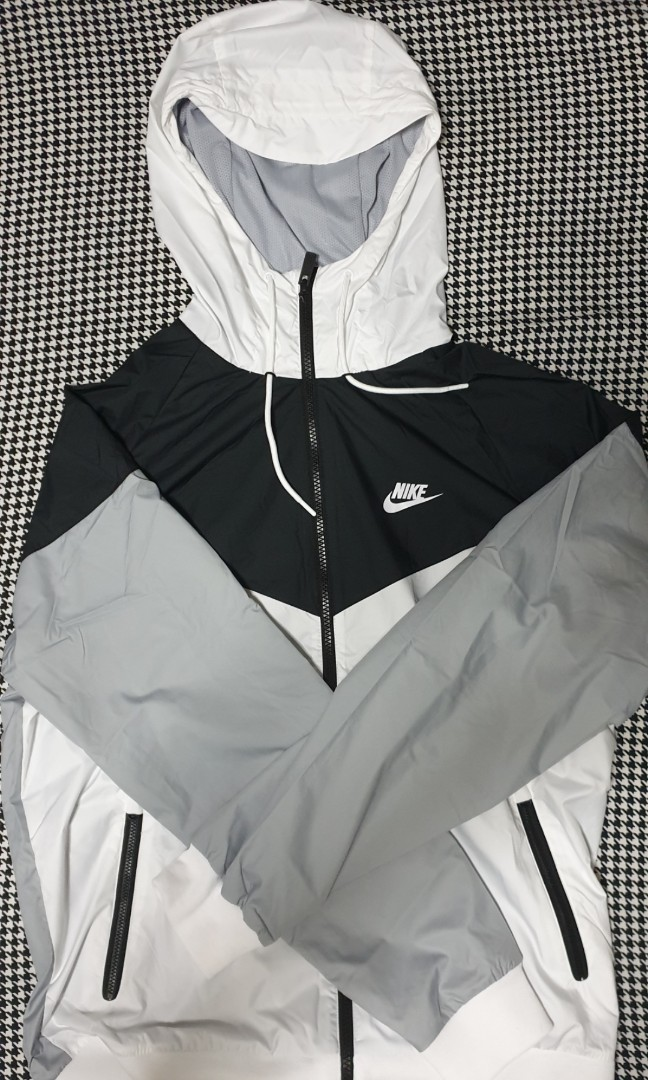 2685baac833e6 Nike Black and white windrunner jacket, Men's Fashion, Clothes, Tops on  Carousell