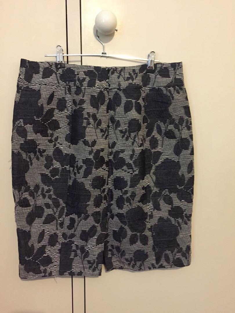 Review fitted structured pencil skirt size 14