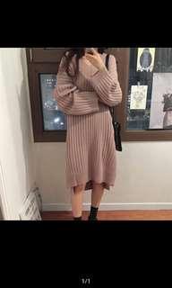 🚚 嫩粉色V領直紋針織寬鬆洋裝