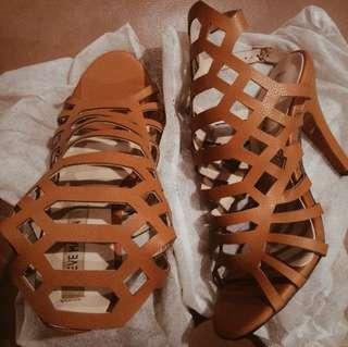 Slithur Heels (tag steve madden)