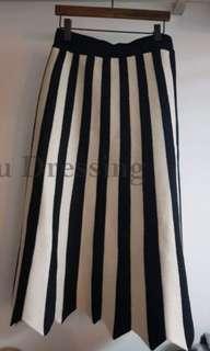 全新現貨直條紋下擺不規則中長裙