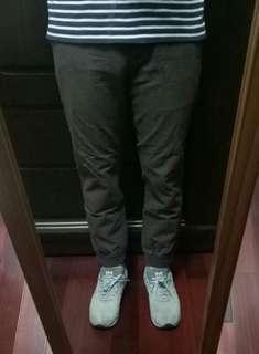 🚚 GU男深咖啡色束口褲 適合30-32腰