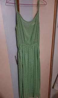 🚚 Korean Green pleated midi dress