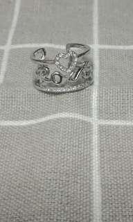 🚚 字母鏤空可調式戒指