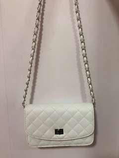 🚚 White Quilted Crossbody