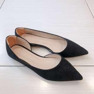 🚚 百搭黑色尖頭平底鞋