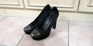 🚚 達芙妮黑色高跟鞋