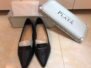 全新 PLATA 真皮黑色低跟鞋