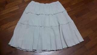 🚚 Uniqlo light grey crinkle skirt (S size)