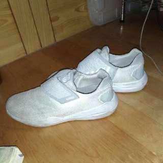 🚚 Kiswiss運動鞋