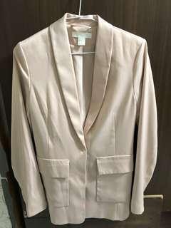 🚚 H&M's 緞面西裝外套
