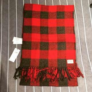 分享: 0 AF 全新 黑紅格紋圍巾 Abercrombie and Fitch 冬季