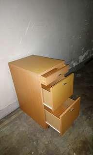 三抽屜柜drawers