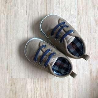 🚚 Oshkosh Baby boy shoe