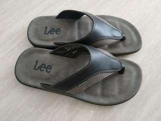 Lee flipflops