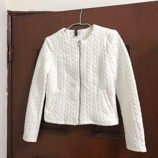 🚚 全新 H&M 壓紋白色外套