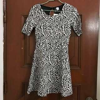 🚚 全新 H&M 花朵短袖洋裝