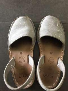 🚚 Ria Menorca Girls Shoes