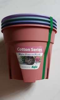 Baba brand new plastic pots (4 pots in a set )