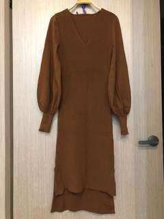 🚚 降價冬季新款V領泡泡袖前短後長咖啡色密針針織洋裝