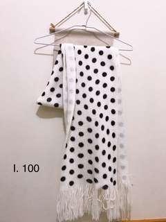 🚚 圓點造型圍巾