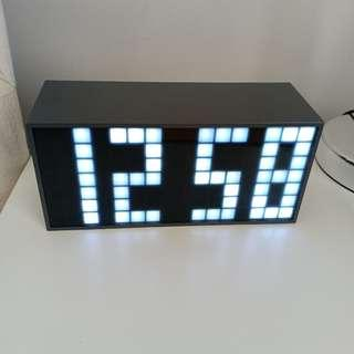 [SALE - NO NEGO] Jam Meja LED Digital - Putih
