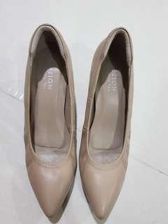 🚚 Nude Heels