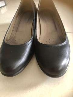 🚚 Ecco Touch Pump 35 black formal leather shoes EU40