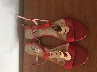🚚 Dune red colour sandals