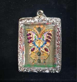 Charming Butterfly Amulet by Kruba Kritsana, Wat Pa Mahawan, Nakhon Ratchasima Province 🦋 古巴傑士納屈巴馬下運人緣蝴蝶佛牌  此蝴蝶佛牌不但限量且極為罕有,蝴蝶佛牌有助改善人際關係,亦會令佩戴的人更具吸引力。蝴蝶佛牌更有助增強運勢,為自身及生意上帶來好運,成功,財富及滿足。