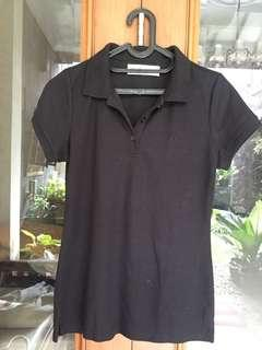 T-shirt berkerah - hitam