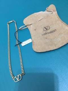 🚚 義大利專櫃品牌Valentino 金色造型項鍊精品(男女皆可使用)