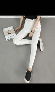 🚚 顯瘦黑釦白褲