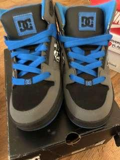 🚚 DC Shoes us 6