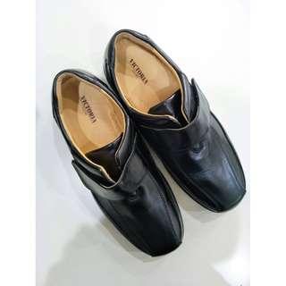 🚚 男黑皮鞋(43號)