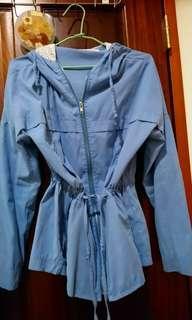 水藍絨連帽薄外套