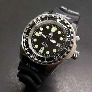 Tauchmeister 1000m 德國潛水大師腕錶 - T0257B (綠點白針有耳)
