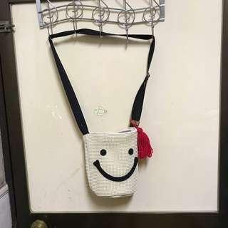 微笑斜背包
